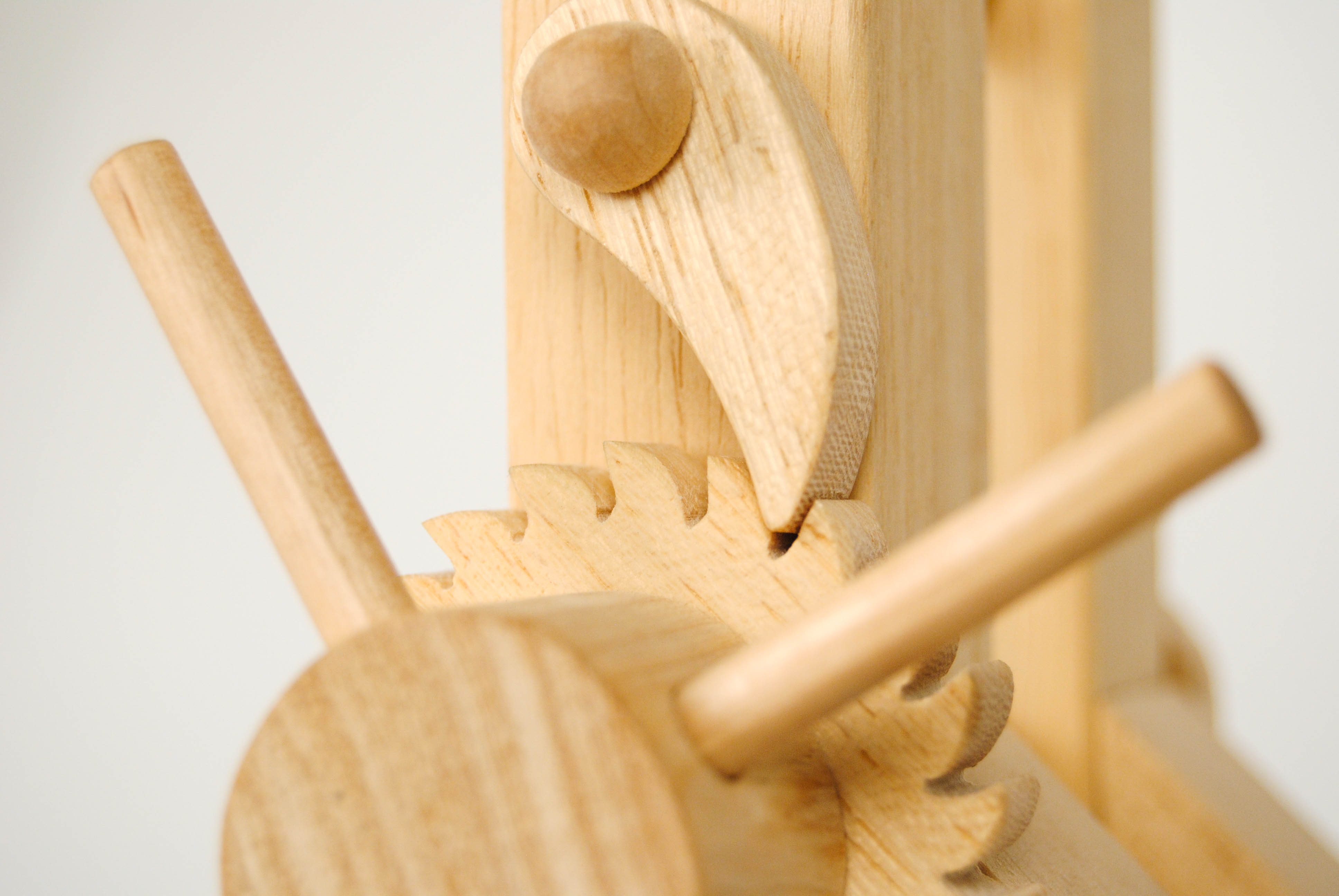 gear mechanism of leonardo da vinci wooden flexible lamp