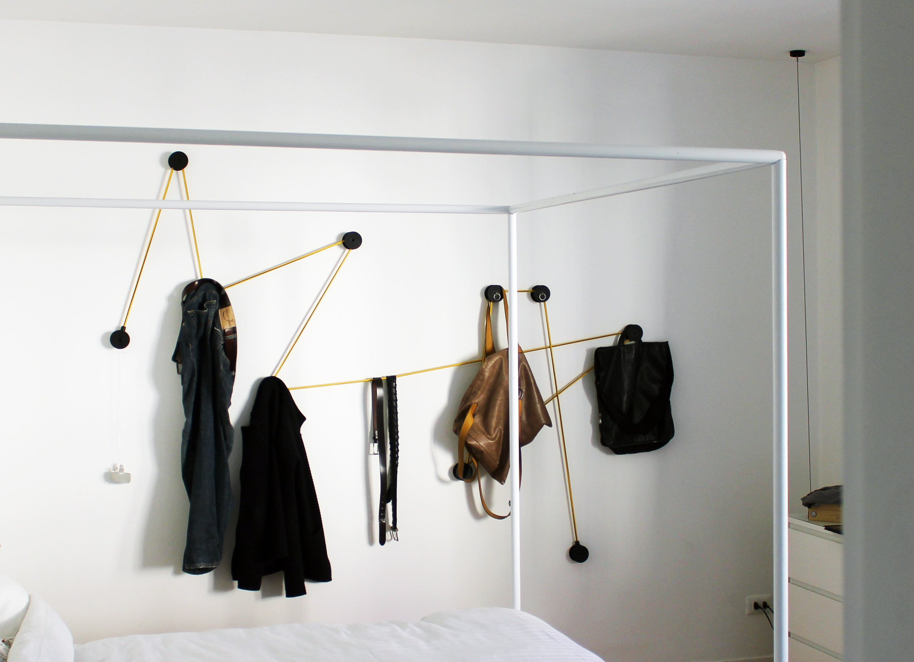 tit coat hook in pvc with elastic wire and clothes on the hangers