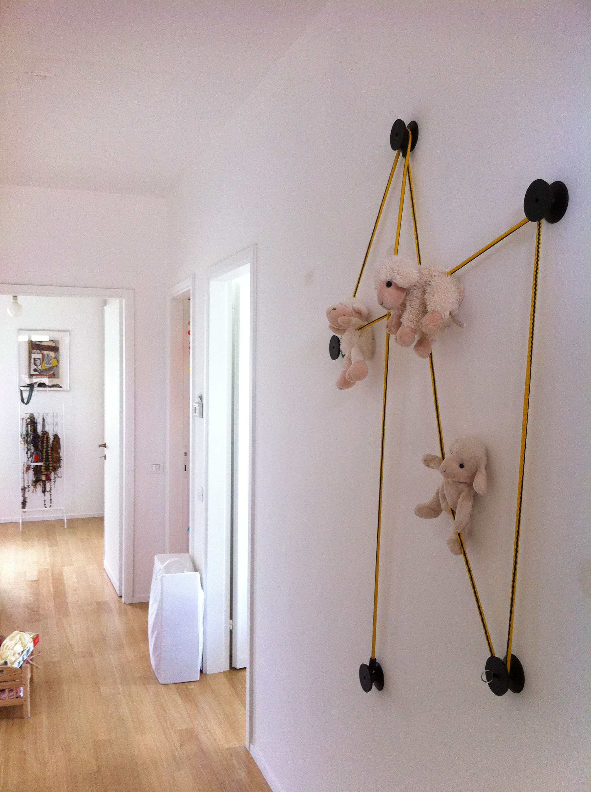 tit black coat hook in pvc and keychain with sheeps on the elastic rope