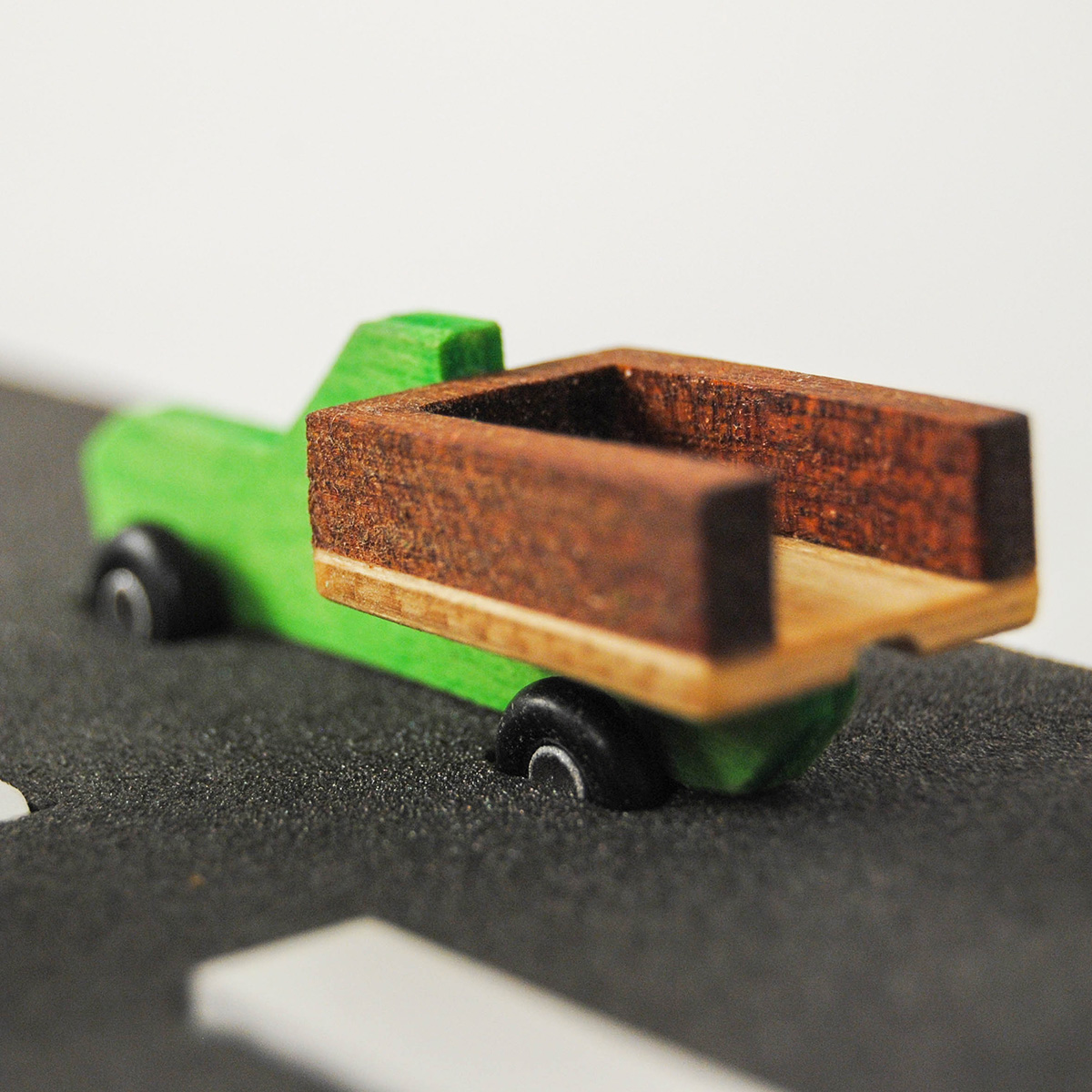 macchinina-legno-toy-wood-green-design