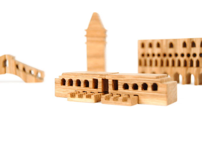 venezia-guggenheim-wood-souvenir-design