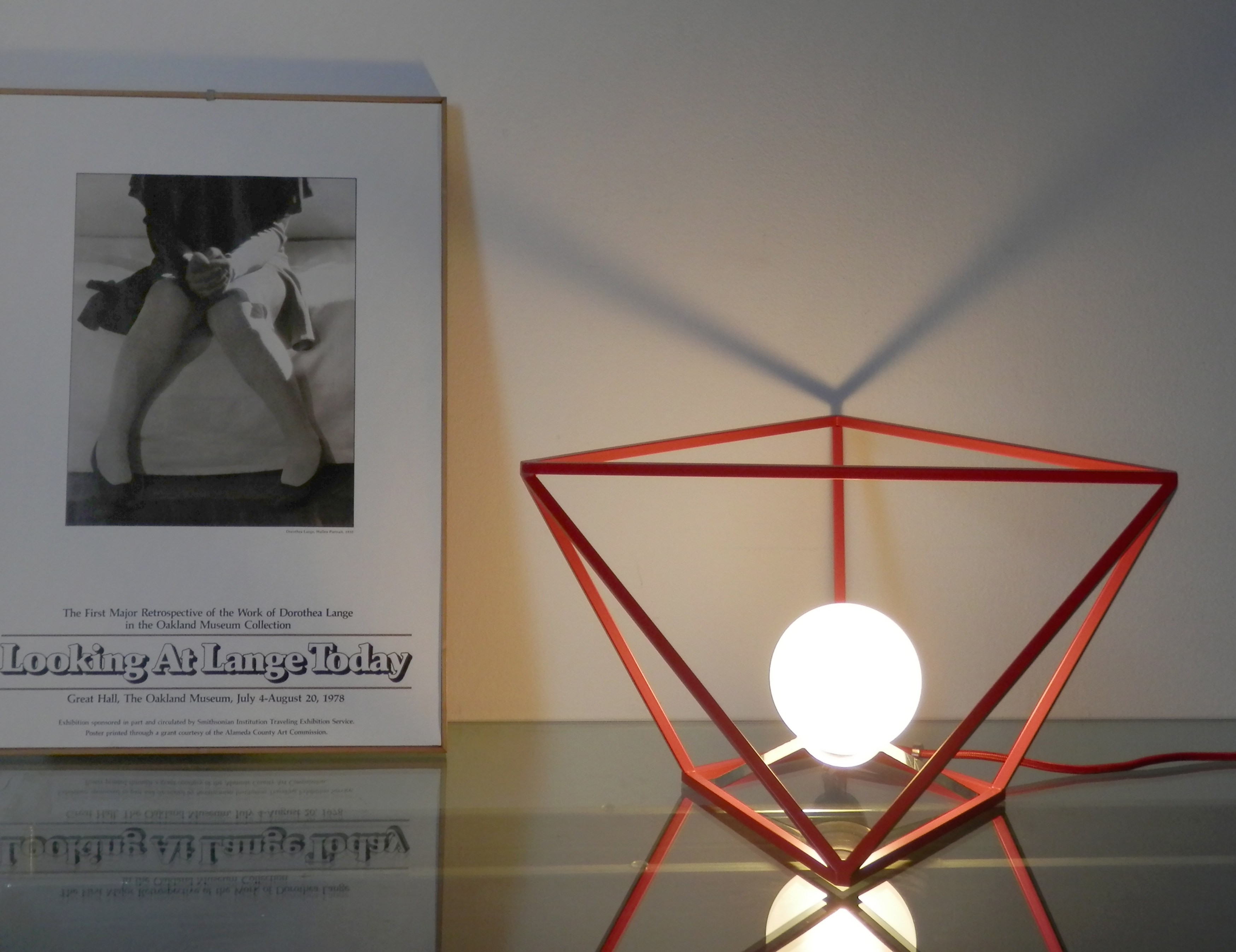divina proportione red table lamp
