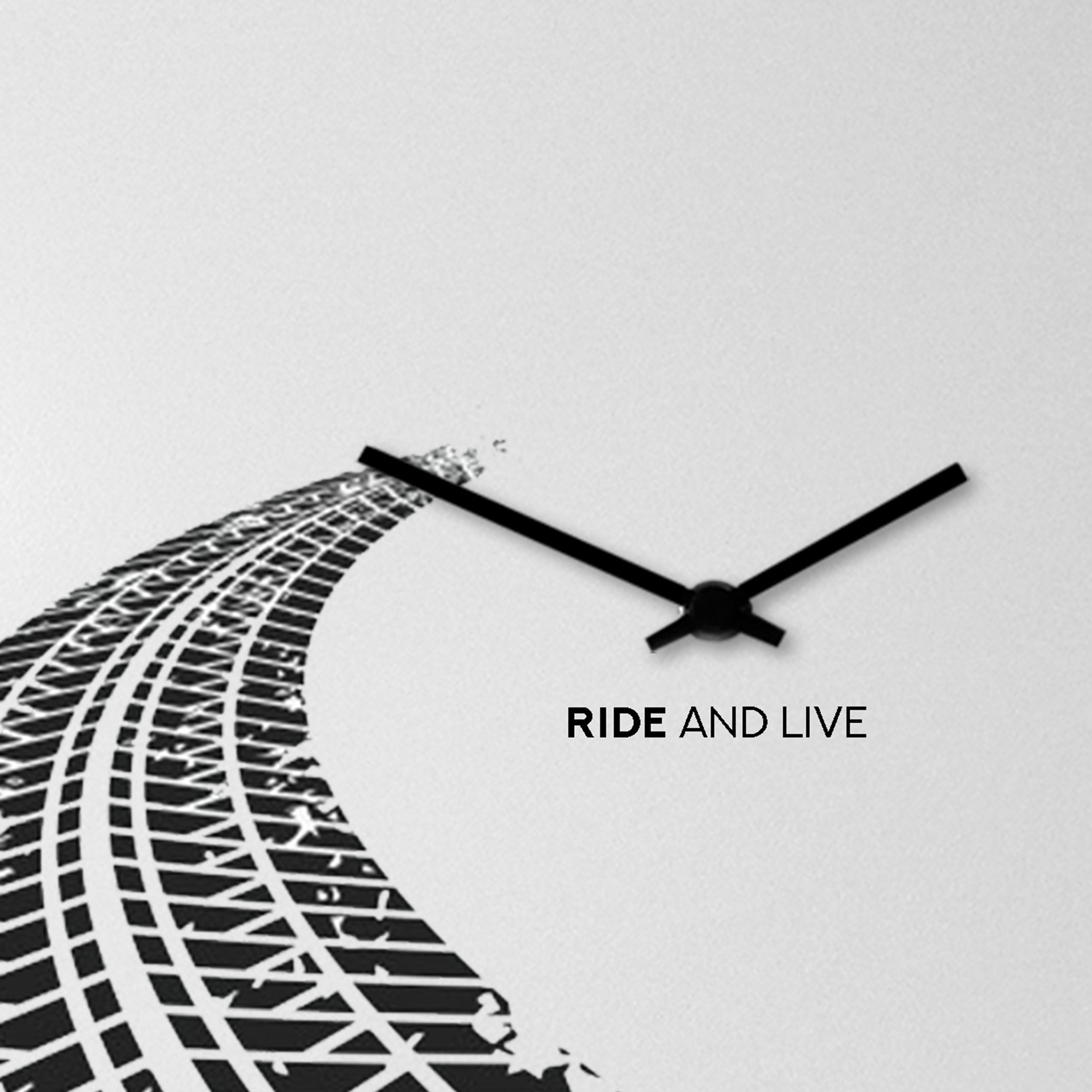 orologio bike design on the road
