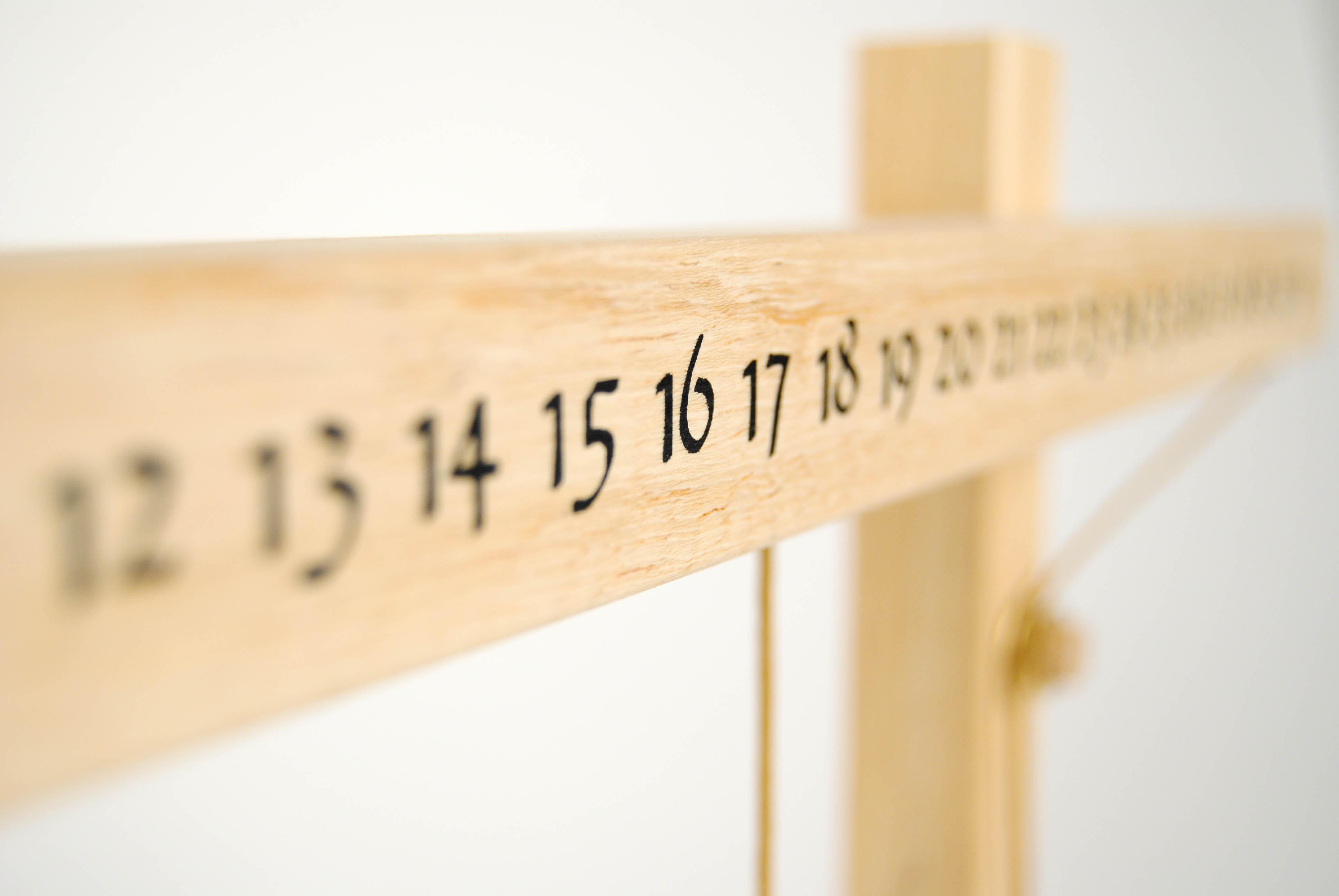 leonardo da vinci wooden calendar with printed numbers