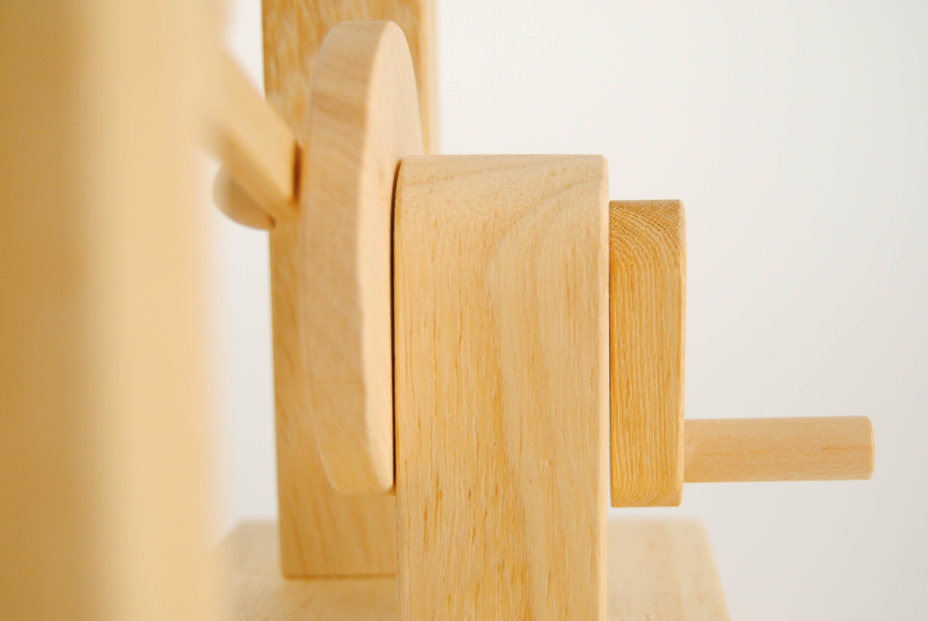 leonardo da vinci wooden toy with crank mechanism